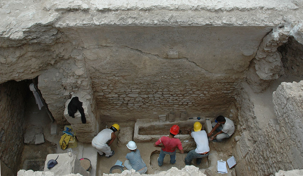 Fig. 2: Overview of the Small Vaulted Room during excavation (Stevens 2006–2007)