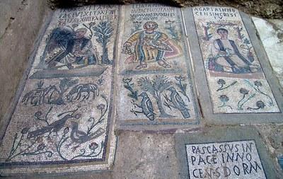 Fig. 5: Tomb mosaics of Florentia, Elia Theodora, and Agapia (Stevens 2006–2007)