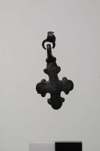 Fig. 9: Bronze, gold-plated cross (M29) (Bourbou 2010–2011)
