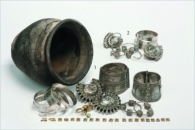 Fig. 3: Hoards of medieval jewelry discovered inside the stronghold of Czermno, dating to the 13–14th centuries (Wołoszyn et al. 2012–2013)