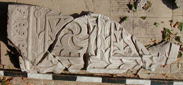 Fig. 14: Part of a decorated slab from the ambo (Snively 2009–2010)