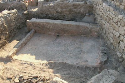 Fig. 4: View of the Byzantine Dark Age treading floor and collection vats in Trench XE (Lightfoot 2006–2007)