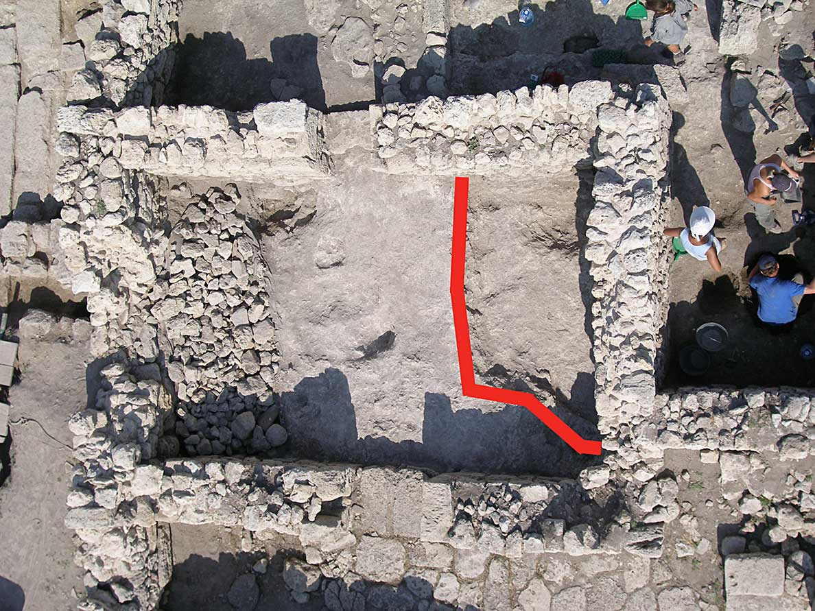 Fig. 2: Sunken-floor structure beneath room 30 of the 12th/13th-century phase (Rabinowitz and Sedikova 2005–2006)