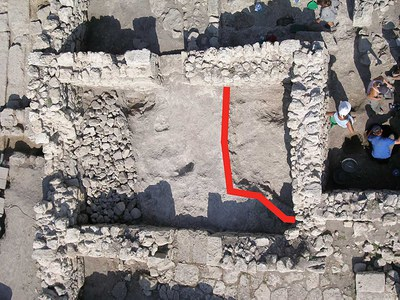 Fig. 2: Sunken-floor structure beneath room 30 of the 12th/13th-century phase (Rabinowitz and Sedikova 2005–2006)