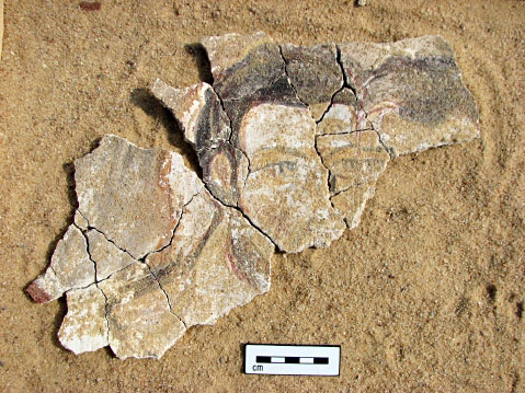 Fig. 6: Wall painting of two individuals from fill near western face of east wall of Room 3 (Davis et al. 2006–2007)