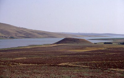 Fig. 2: View of the site near Gellingüllü Lake (Steadman 2005–2006)