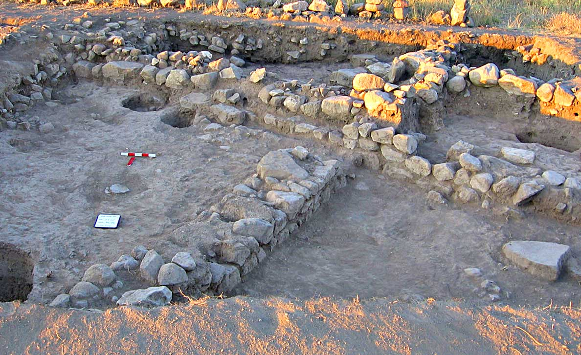 Fig. 5: Trench excavated in 2001, but cleaned and redefined in 2005 for greater clarity (Steadman 2005–2006)