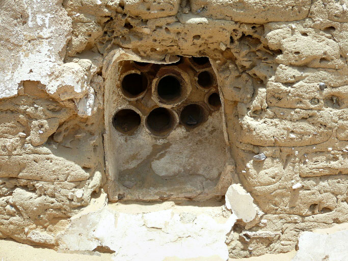 Fig. 9: Window in north wall of room 4a showing window/air vents and the plaster grooves for closing the windows with shutters (Davis et al. 2007–2008)