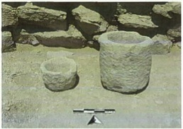 Fig. 14: Stone mortars O12/57 and O12/58 (Jackson 2011–2012)