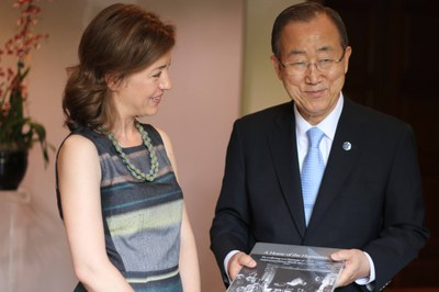 Dumbarton Oaks Executive Director Yota Batsaki and United Nations Secretary General Ban Ki-Moon (AR.DP.2015.006)