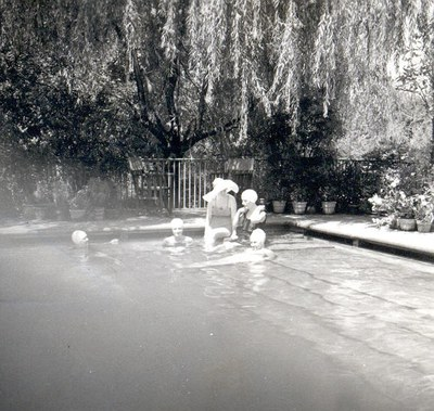 Mildred Bliss and Friend at the Dumbarton Oaks Swimming Pool. AR.PH.Misc.030