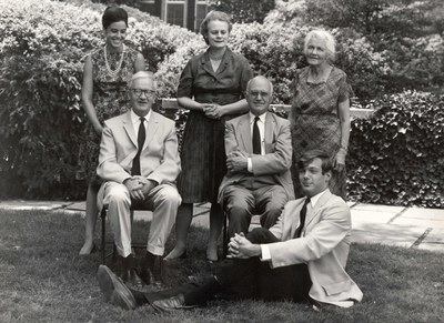 Back row, left to right: Julia Cardoza, Julia Warner, and Mrs. Alfred Bellinger. Seated, left to right: Philip Grierson and Alfred Bellinger. Seated on the ground: Julian Hartzell. Dumbarton Oaks Archives, AR.PH.Misc. 181