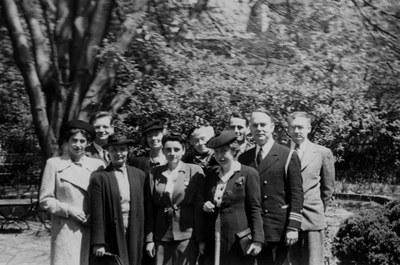 Back row: Kurt Weitzmann, Barbara Sessions, Ethel Burnet Clark, Paul Underwood, and Milton Anastos. Front row: Elizabeth Sgalitzer [Ettinghausen], Josephine Harris, Margaret Ames [Alexander], Rosalie Green, and John S. Thacher.