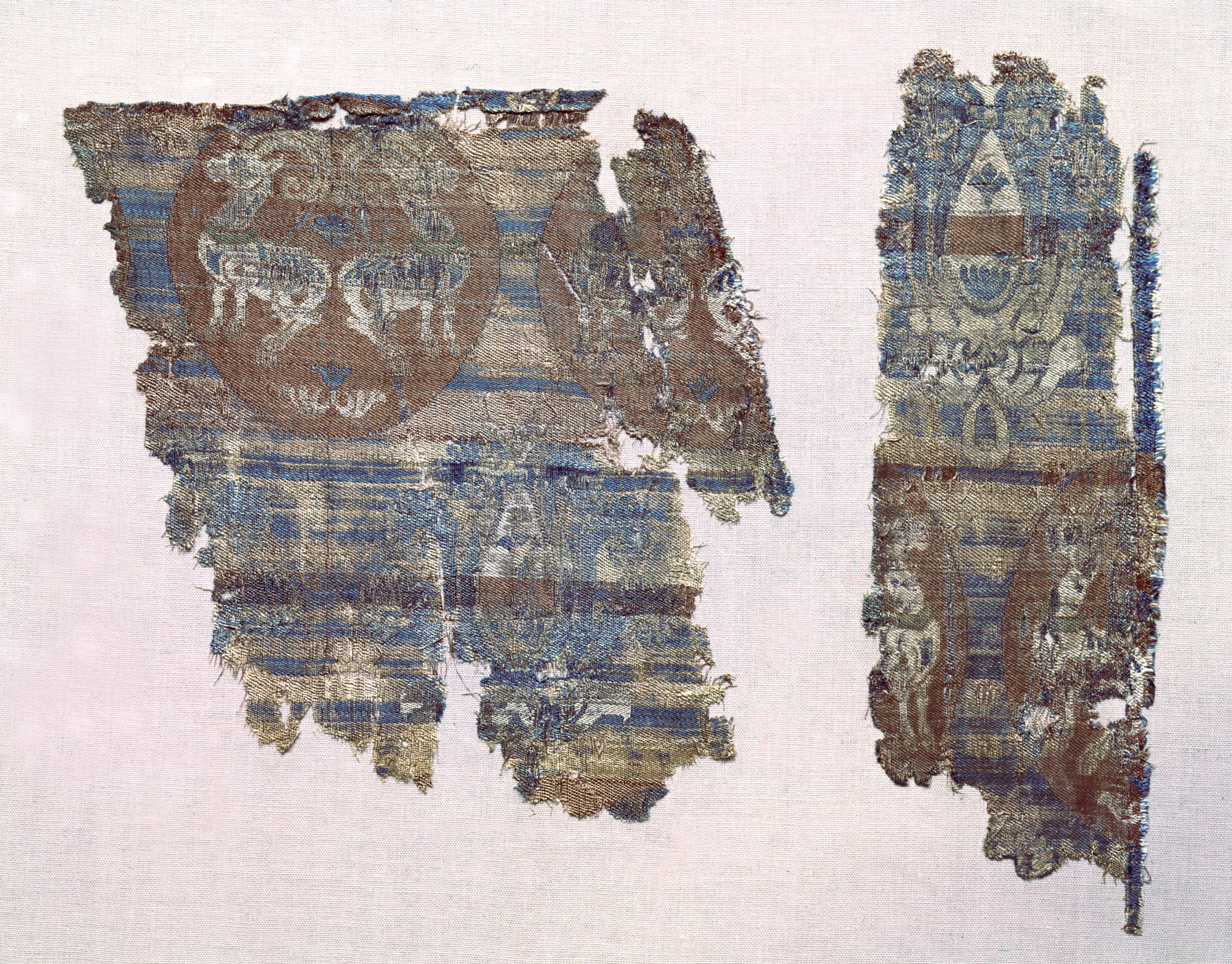 Early Byzantine textile fragments with ibexes