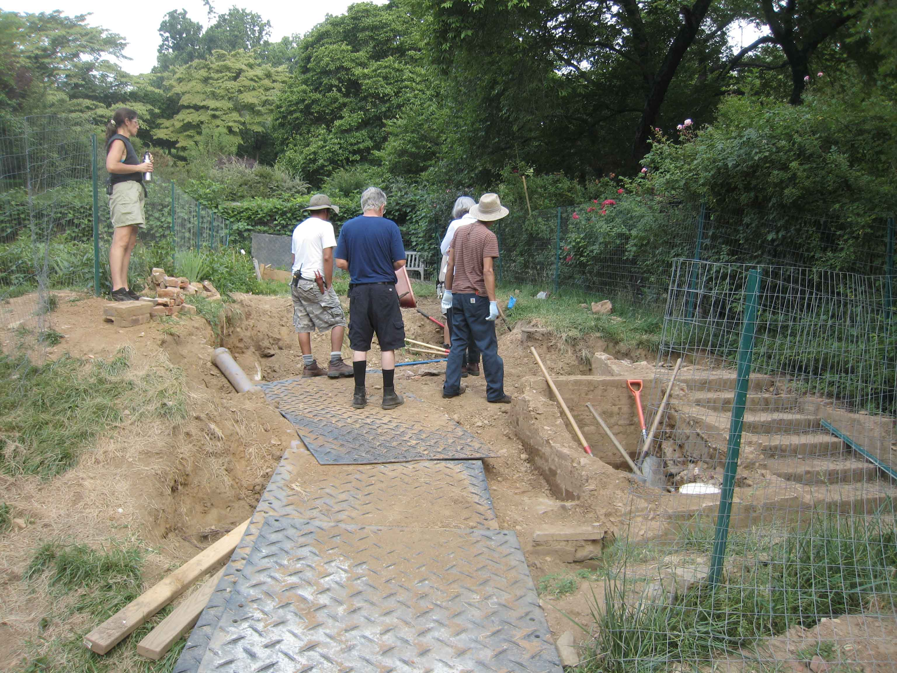 Excavation of the pithouse in the Kitchen Garden, 2012