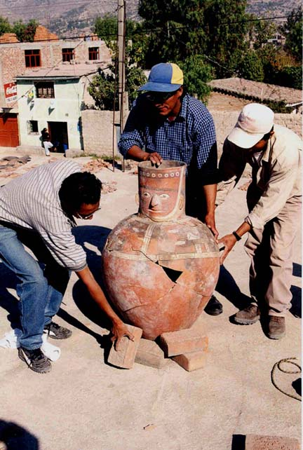 Fig. 3: Anthropomorphic jar (Cook and Isbell 2000–2001)
