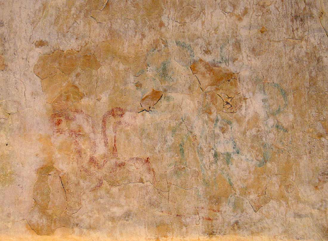 Figure 11: Red and blue-green figures on the lower west vault in Room 3. (Photo A. Heginbotham).