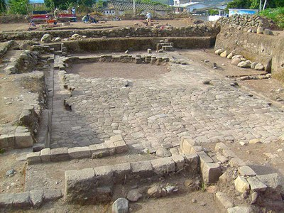 Fig. 1: Semi-subterranean temple at eastern end of municipal lot looking to north (Bray and Echeverría 2008–2009)