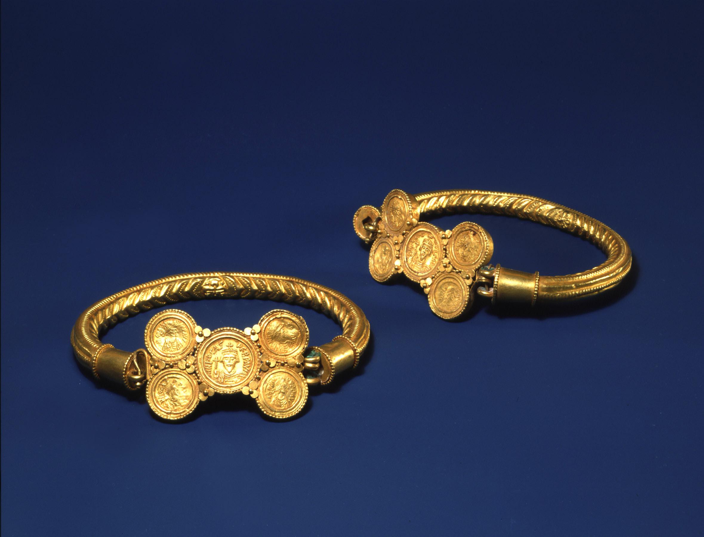 BZ.1938.64–65, Armbands