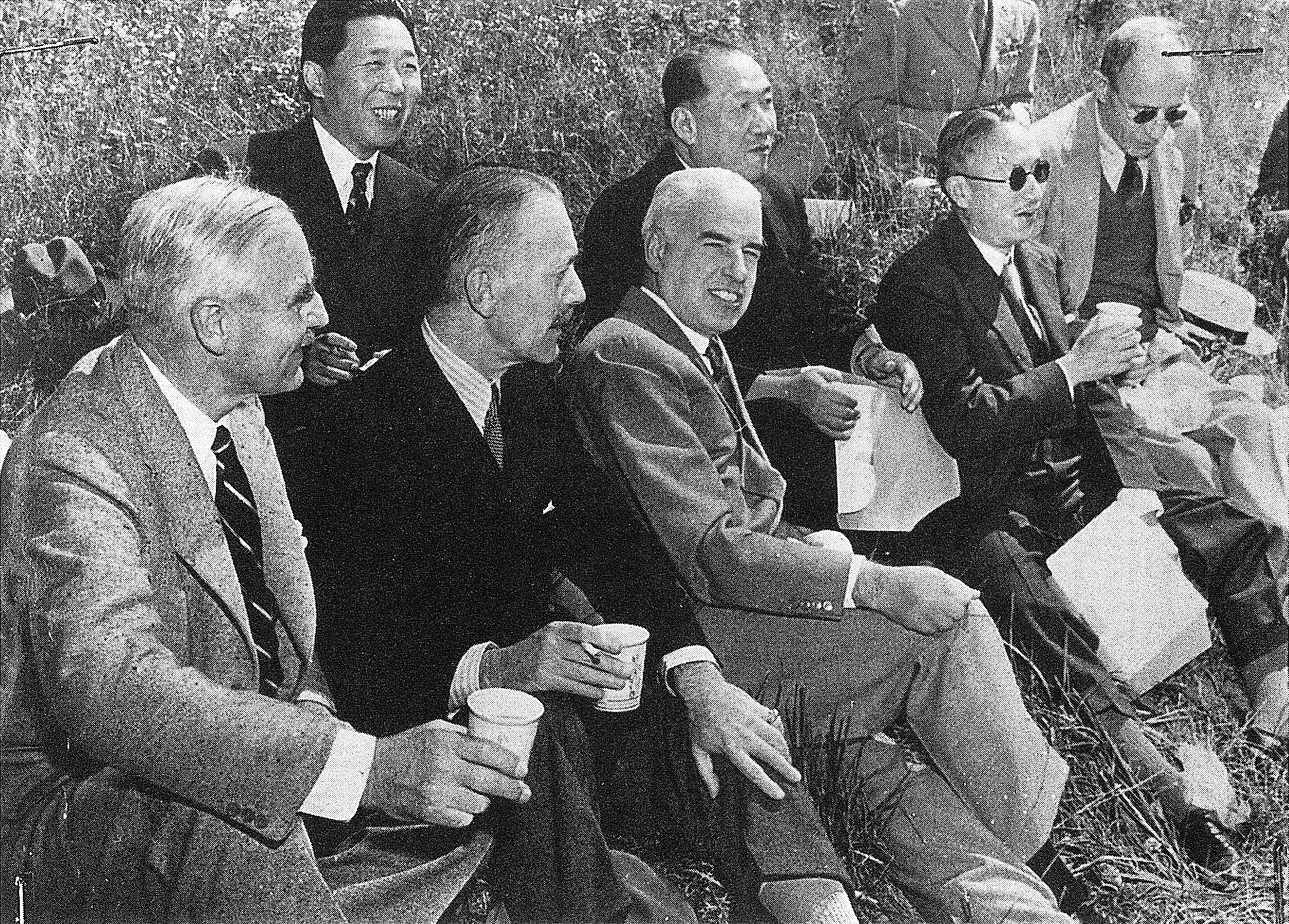 Members of the American, British, and Chinese delegations visit the Virginia countryside