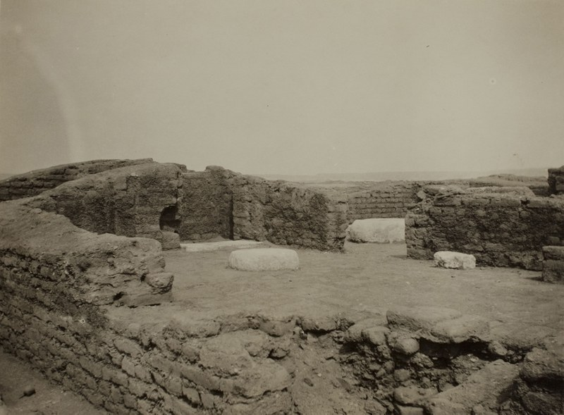 House of the chariotry-officer Ranefer, interior from the northwest side, looking east
