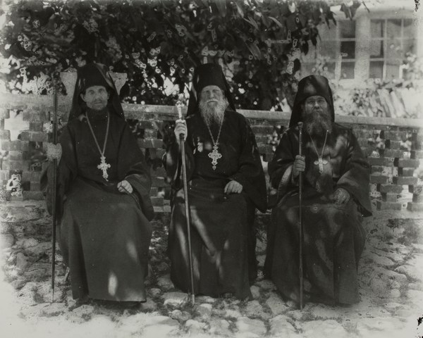 Group portrait with the Abbot in the middle
