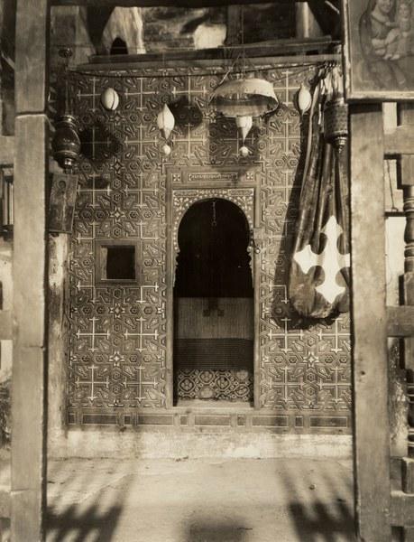 Church of Saint Anthony, Sanctuary, Entrance door