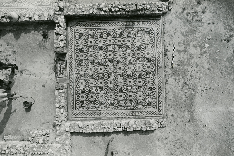 Documentation of a mosaic pavement with geometric patterns during cleaning by CMT team