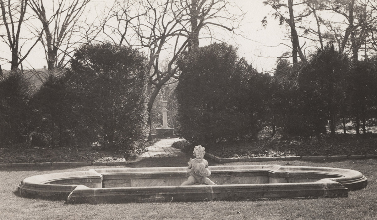 Fountain terrace view looking south of fountain to Terrior Column, 1932 (detail)