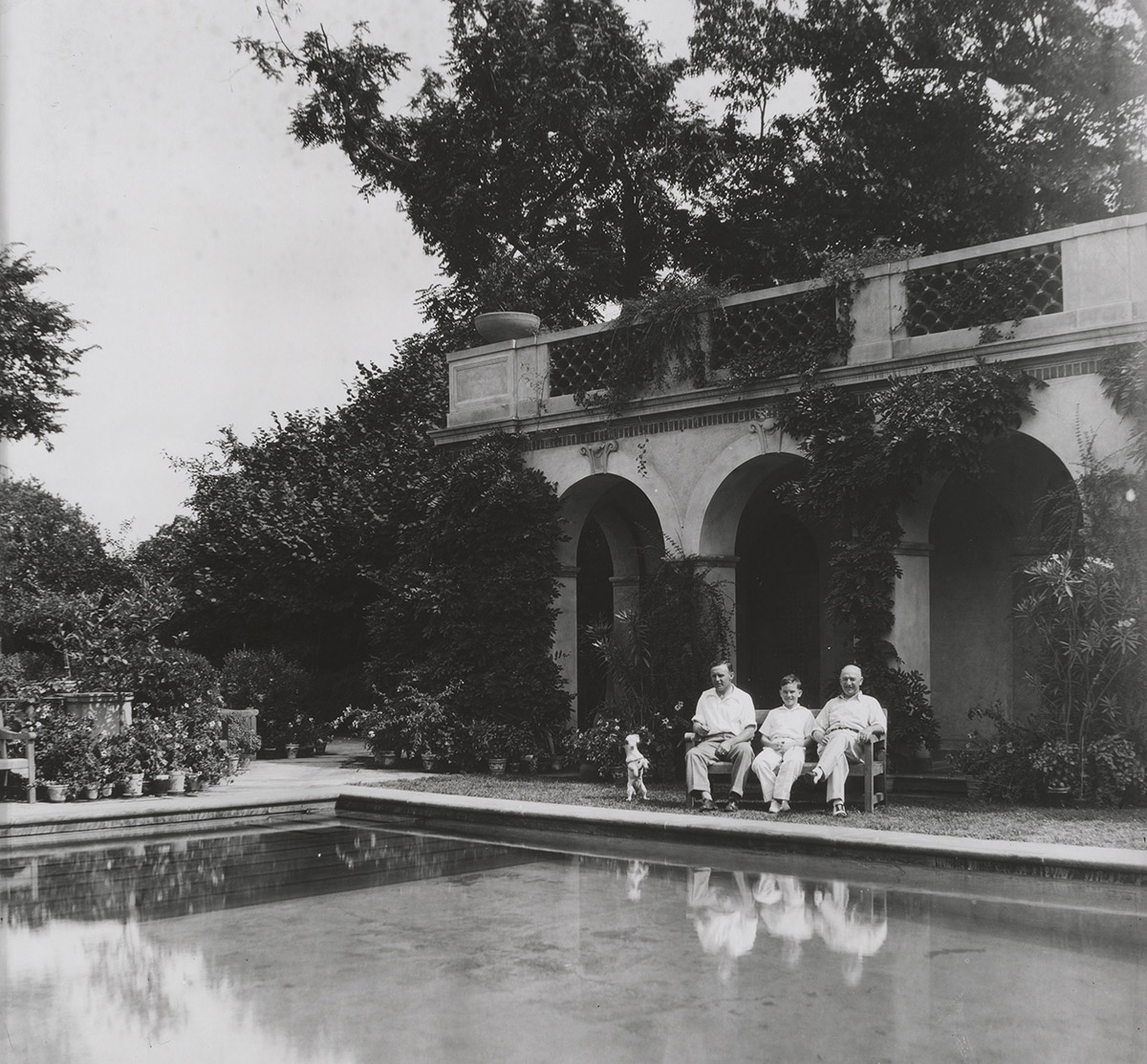 Men and dog sitting by the Swimming Pool, 1930–1935 (detail)