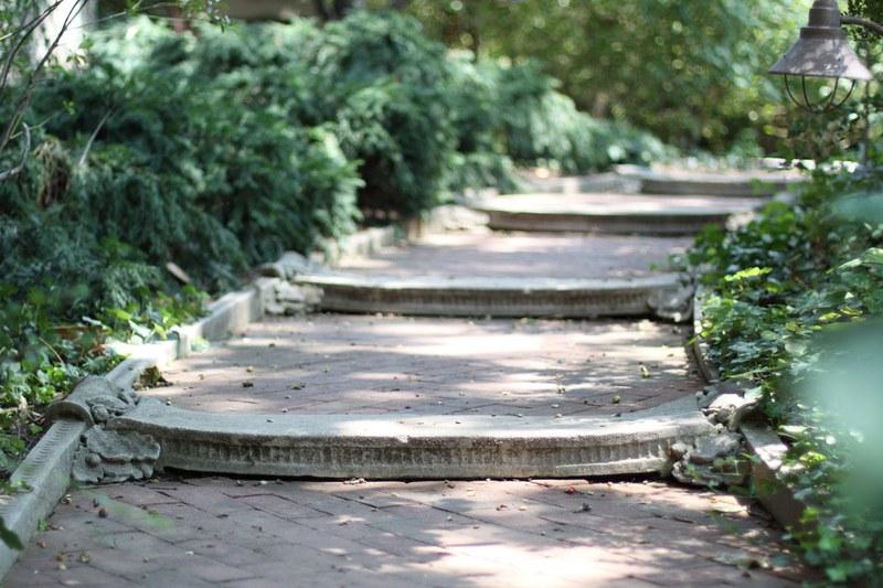 Garden Library and Ribbon Walk